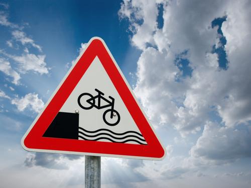 shutterstock fahrrad schild unfall klein