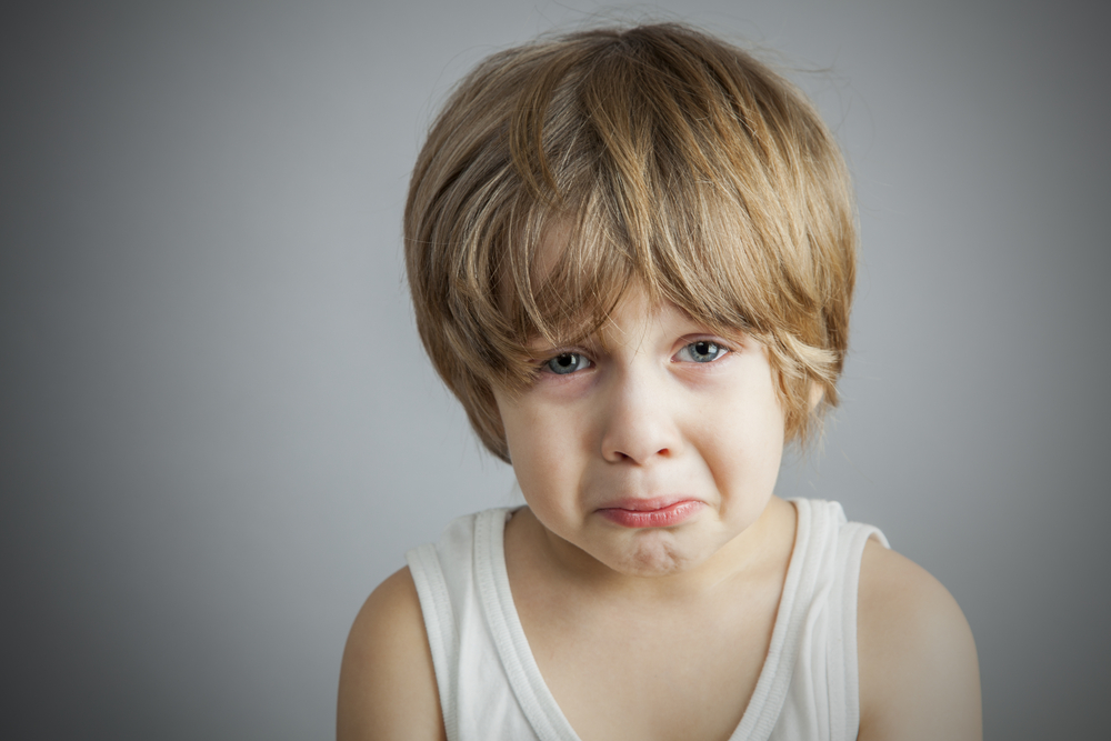 shutterstock kind heulen weinen