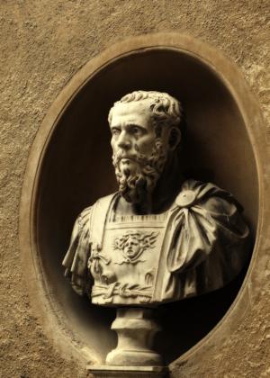 shutterstock römische statue weinen klein